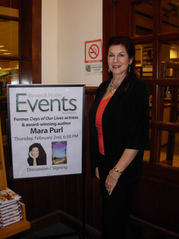 Mara Purl signs at Barnes & Noble in Scottsdale, AZ